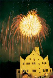 Feuerwerk über Wasserschoss