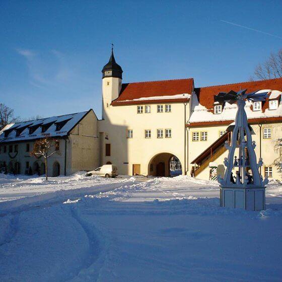 Schlosshotel Chemnitz - Eingang im Winter