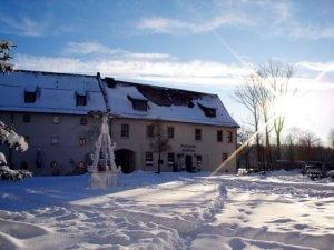 Schlosshotel Chemnitz - Schlosshof verschneit