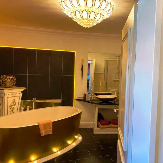 Rokoko Suite mit Goldener Badewanne